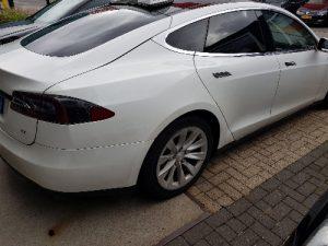 Tesla ramen tinten